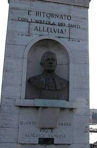 Borstbeeld Papa Sarto