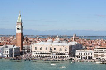 blik op Piazza San Marco vanaf de toren op het eiland San Giorgio
