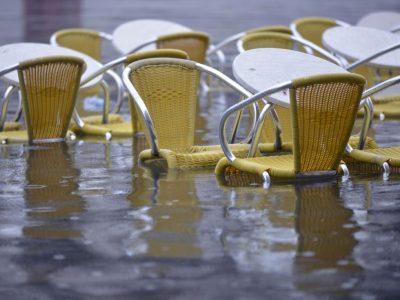 Terras Piazza San Marco onder water Foto: Andrea Pattaro (acqua alta)