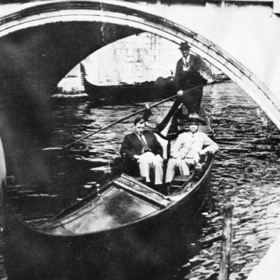 Venetië, Bram en Wim in de gondel onder Ponte di Paglia