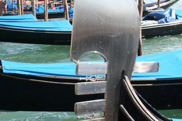 ferro di prua, de boegpunt van de gondel