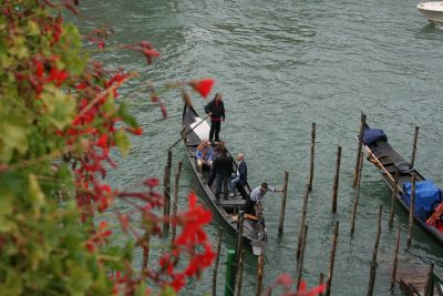 oversteek Canal Grande met traghetto San Sofia