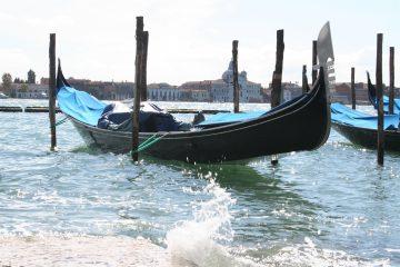 gondel in Bacino San Marco - wacht op klanten