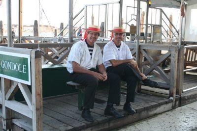 Kiko en collega, twee vrolijke gondolieres