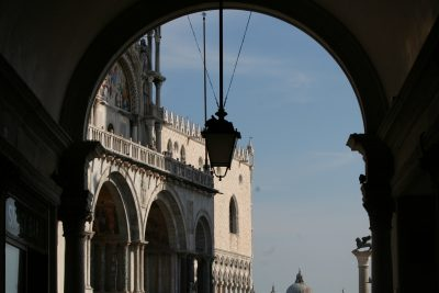 Sottoportego onder Torre dell'Orologio